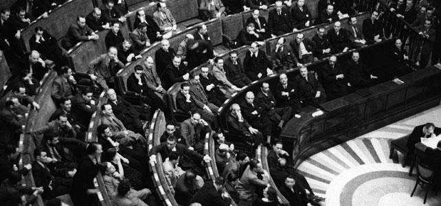 Dolores Ibárruri haciendo uso de la palabra el 16 de junio de 1936 en el Congreso de los Diputados. Foto / EFE